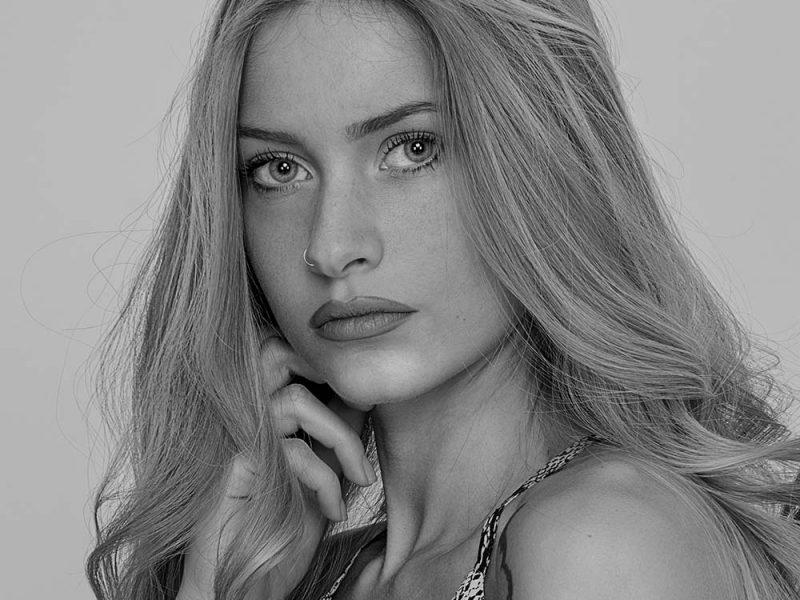 Sara C. - Fotomodella - Creative Models - Agenzia Modelle Brescia