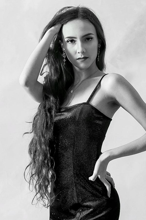Aurora P - Modella Creative Models Agenzia - Modelle -Brescia